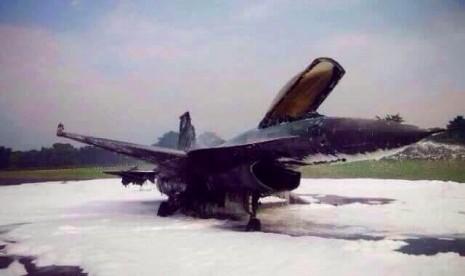 Pesawat F-16 yang jatuh dan terbakar di Lanud Halim Perdanakusuma, sudah dipadamkan.