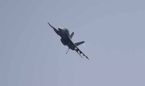Pesawat tempur AS melancarkan serangan udara menggempur ISIS.