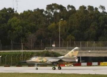 Pesawat tempur gaddafi serang oposisi di wilayah timur
