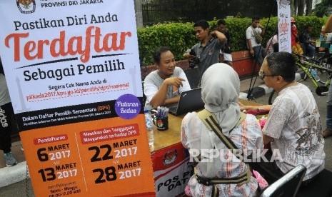 In Picture: KPU Sosialisasi Pilkada DKI di Car Free Day