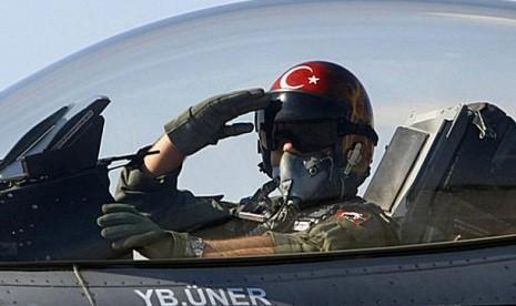Turki Kirim Tank & Jet ke Demarkasi Suriah