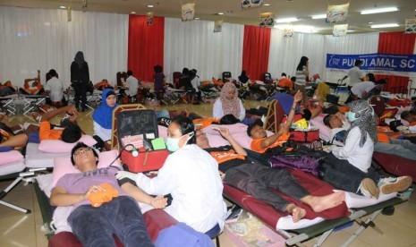 PMI bekerjasama dengan BCA mengadakan kegiatan Donor Darah di Mangga Dua Square