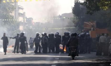 Efek Turunnya Mata Uang Rial, Iran Dilanda Huru-hara