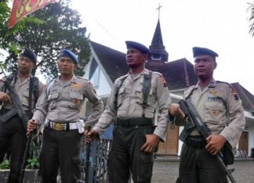 Polisi berjaga-jaga di sejumlah tempat ibadah di Temanggung, pascarusuh.