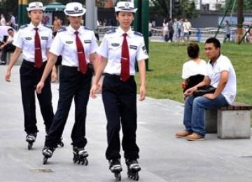 Beginilah Cara Polwan Dari China Untuk Belajar Ramah [ www.BlogApaAja.com ]