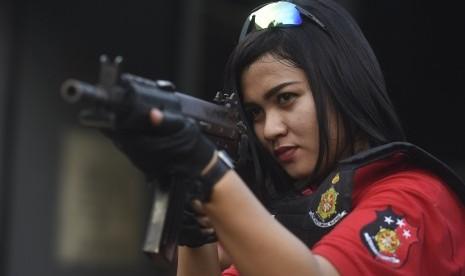 In Picture: Menengok Aksi Tim Kartini Anti-Bandit di Surabaya