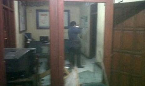 Pos Polisi di Monas Barat Diobrak-abrik