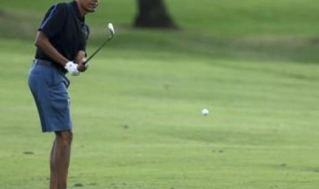 Obama Menikmati Liburan dengan Bermain Golf di Hawaii