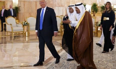 Saat Raja Salman Nasehati Trump Soal Cara Minum, 'Dengan Tangan Kanan'