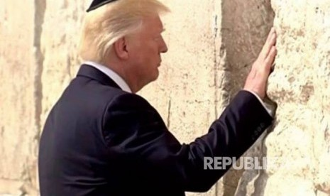 Donald Trump Kunjungi Tembok Ratapan