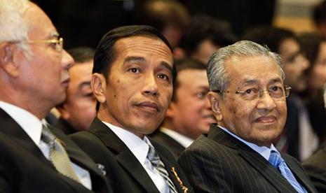 http://static.republika.co.id/uploads/images/detailnews/presiden-indonesia-joko-widodo-tengah-duduk-di-samping-_150207014415-358.jpg