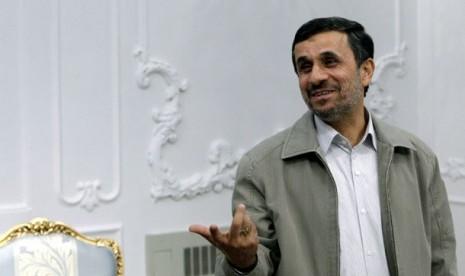 Ahmadinejad tak Keberatan Anaknya Kencani Yahudi