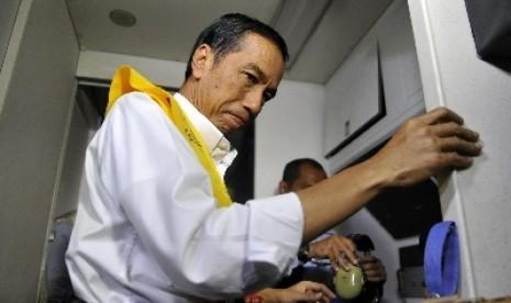 Shalawat Nabi Sambut Kedatangan Jokowi di Ponpes Surabaya