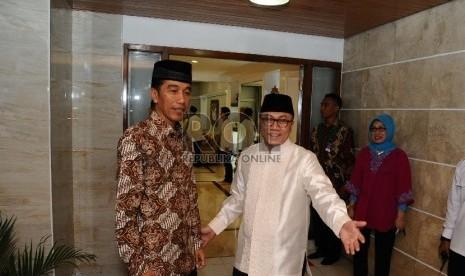 Presiden Joko Widodo (kiri), Ketua Umum DPP PAN Zulkifli Hasan   (Republika/Tahta Aidilla)