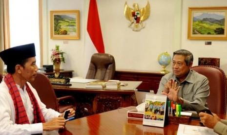 Presiden RI ke-6 Susilo Bambang Yudhoyono bertemu Presiden RI ke-7 Jokowi.