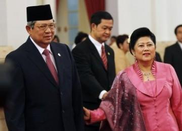 Presiden Susilo Bambang Yudhoyono (kiri) dan Ibu Negara Ani Yudhoyono (kanan).