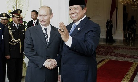 http://static.republika.co.id/uploads/images/detailnews/president-vladimir-putin-with-susilo-bambang-yudhoyono-_131004205258-864.jpg