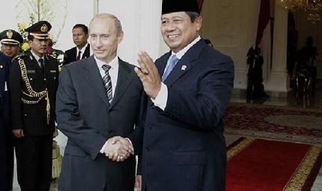 http://static.republika.co.id/uploads/images/detailnews/president-vladimir-putin-with-susilo-bambang-yudhoyono-_131004205258-864.jpg