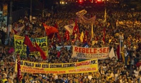 Protes terhadap pemerintah, sekitar satu juta orang Brasil turun ke jalan-jalan meneriakkan tuntutan dan ketidakpuasan.