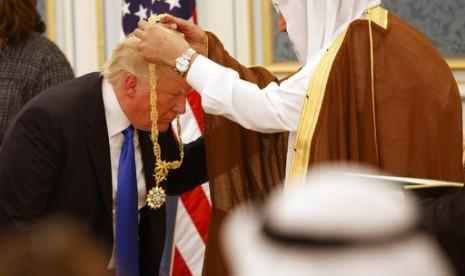 Raja Salman Anugerahi Trump Penghargaan Warga Sipil Tertinggi