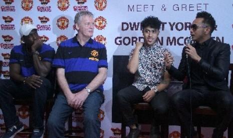 Randy Nidji (kedua kanan) dalam konferensi pers dengan legenda Manchester United beberapa waktu lalu.