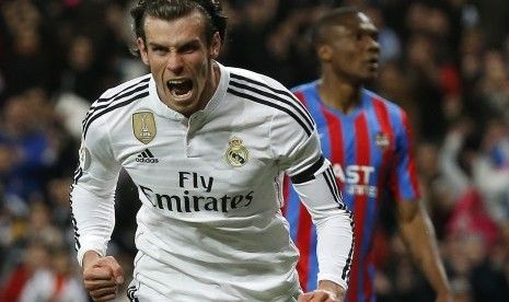 Real Madrid's Gareth Bale celebrates his goal against Levante during their Spanish First Division soccer match at Santiago Bernabeu stadium in Madrid March 15, 2015