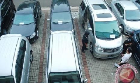 Harga Sewa Mobil Lebaran on Waduh Harga Rental Mobil Naik 100 Persen   Republika Online