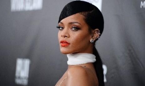 Rihanna Rayakan Satu Dekade Karier Bermusiknya