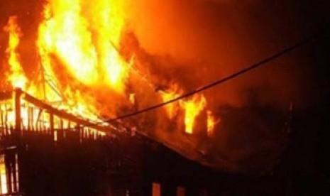 Lupa Matikan Lilin Rumah di Bogor Terbakar