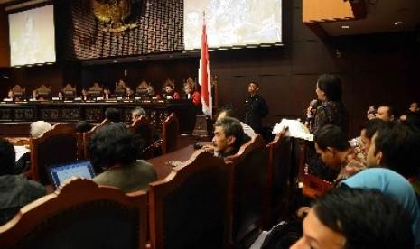 Saksi termohon dari Joko Widodo-Jusuf Kalla memberikan sesaksiannya di gedung MK, Senin (11/8).