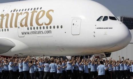 Salah satu pesawat jumbo milik maskapai Emirates.