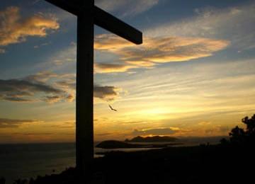 salib yang kini menjadi lambang umat kristen sebagai simbol penyaliban Yesus bagi umat kristiani.