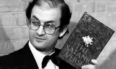 Nyawa Salman Rushdie Dihargai Rp 3,1 Miliar