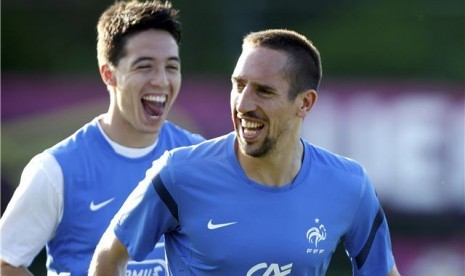  Samir Nasri (kiri) dan Franck Ribery 