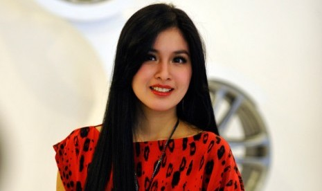 Sandra Dewi on Sandra Dewi Jarang Ke Salon   Republika Online