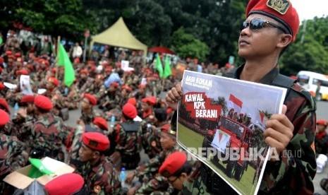 In Picture: Pemuda Muhammadiyah Gelar Aksi di KPK