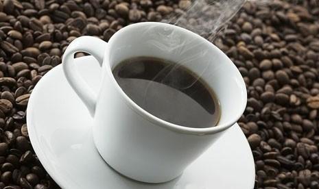 Secangkir kopi panas (ilustrasi)