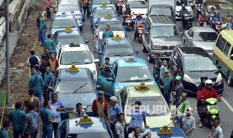 43 Bus Disiagakan Antisipasi Sopir Angkot Mogok
