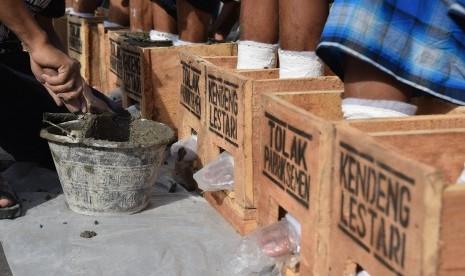 'Silakan Aksi Menolak Pabrik Semen Asal Jangan Menyakiti Diri'