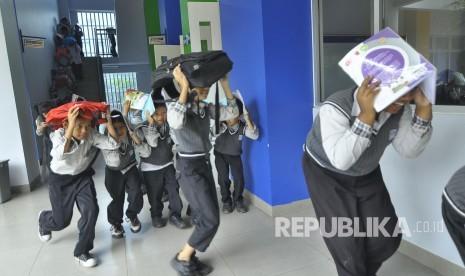 In Picture: Siswa SD El Fitrah Bandung Gelar Simulasi Kebakaran dan Gempa