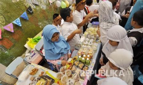 In Picture: Tumbuhkan Jiwa Wirausaha, Puluhan Siswa SD Ikuti 'Market Day'