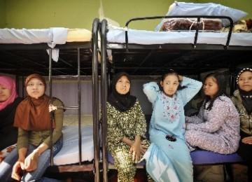 Sejumlah tenaga kerja wanita (TKW) asal Indonesia berada di mes penampungan, di KBRI Abu Dhabi, Minggu (6/2).