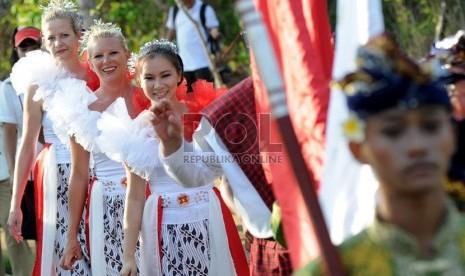 Sejumlah warga negara asing ikut berpartisipasi dalam acara nusa dua