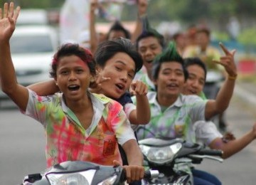 Cegah Coret-coretan, Siswa Di Kudus Wajib Pakai Batik Saat Kelulusan [ www.BlogApaAja.com ]