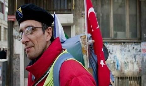 Demi Naik Haji, Pria Bosnia Jalan Kaki ke Saudi