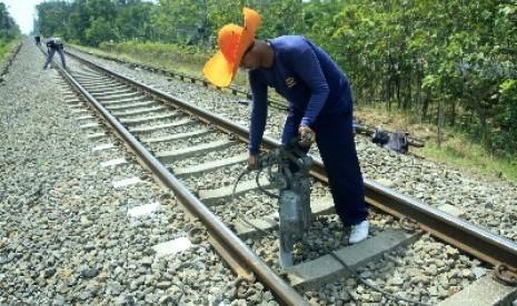 Petani Purwokerto Selamatkan Kereta dari Kecelakaan.