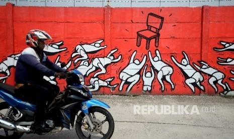 In Picture: Mural Bertema Perebutan 'Kursi' di Dinding Kota Jakarta