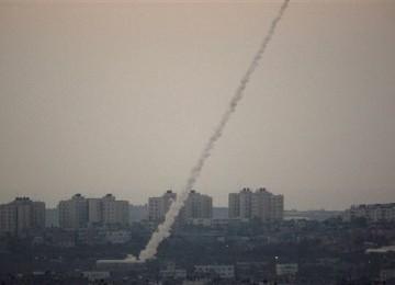 Roket Alquds Hantam Kapal Perang Israel