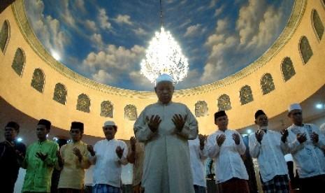 Shalat berjamaah (ilustrasi).