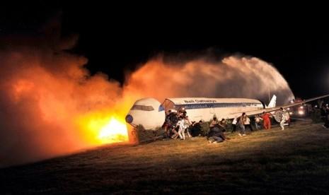 Pesawat Maksi Air' Alami Kerusakan Roda | Republika Online
